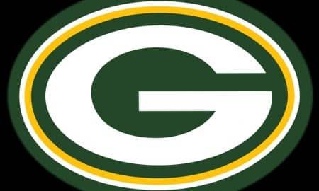 Green Bay Packers Demolish Tennessee Titans at Snowy Lambeau, 40-14
