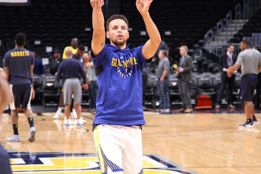 Curry's Rampage Continues as Warriors Defeat Sacramento Kings, 137-106